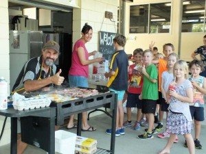 Rainbow Beach Fruit's Andrew manned the BBQ and Annie showed us all how to make 50 wraps AND almost as many banana smoothies