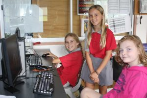 4/5 students, Isis Hands, Ocean Banko, Kendra Oliver show off their PowerPoint displays on Sugar Gliders