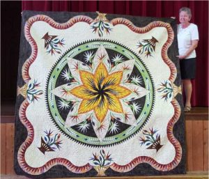 Maree Sayers with her beautiful Judy Niemeyer quilt that won first place at the Brisbane Ekka!